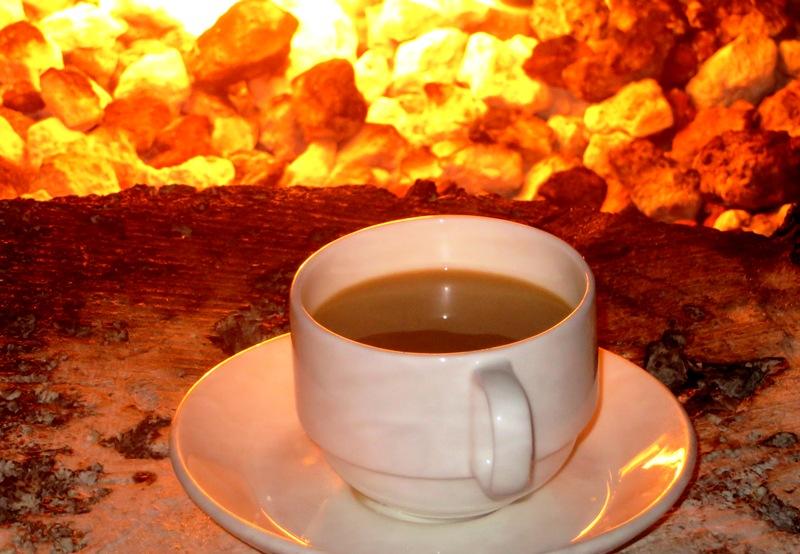 Palmeiras Beach Club – illy coffee by fire pit