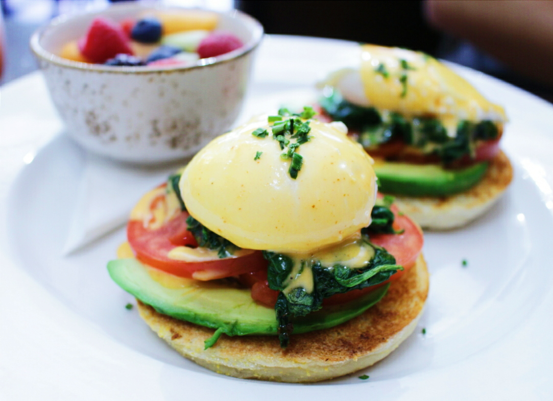 Kanela Breakfast Club California Benedict
