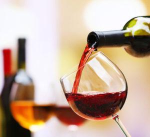 Grand Marchi - Wine Pour
